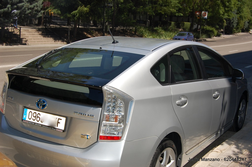 Toyota Prius costado (1024x680)